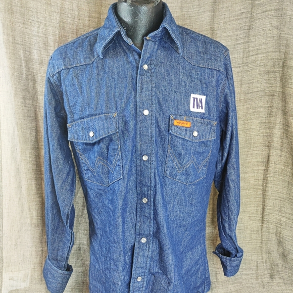 Size Small Wrangler Fire Resistant Pearl Button Up